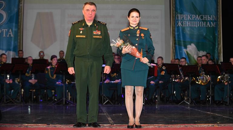 Женщин-военнослужащих в Петербурге наградили за оборону России