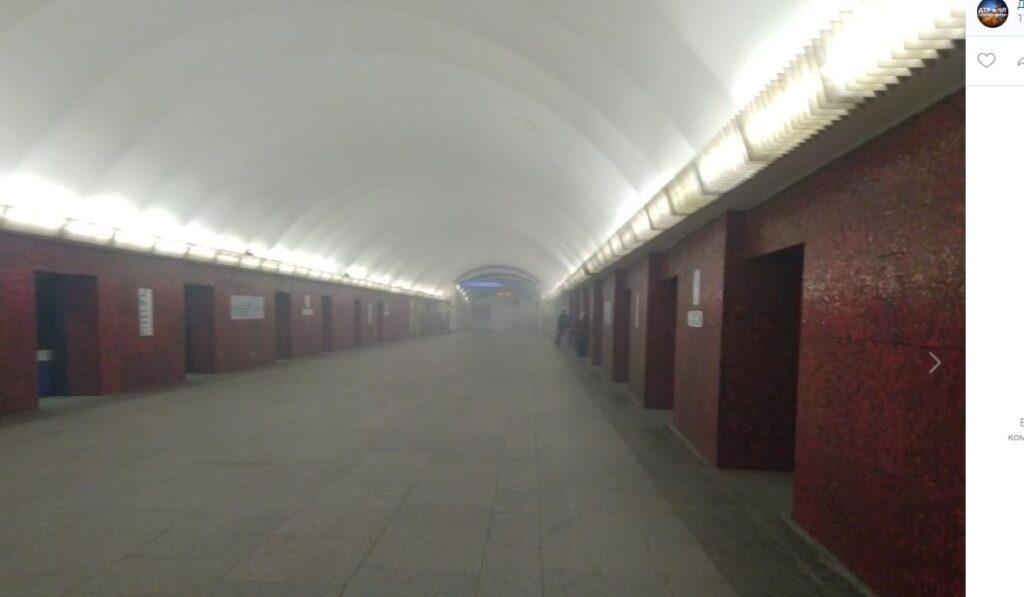 Коллапс в петербургском метро: зеленая ветка закрыта, на «Маяковской» пожарные и полиция