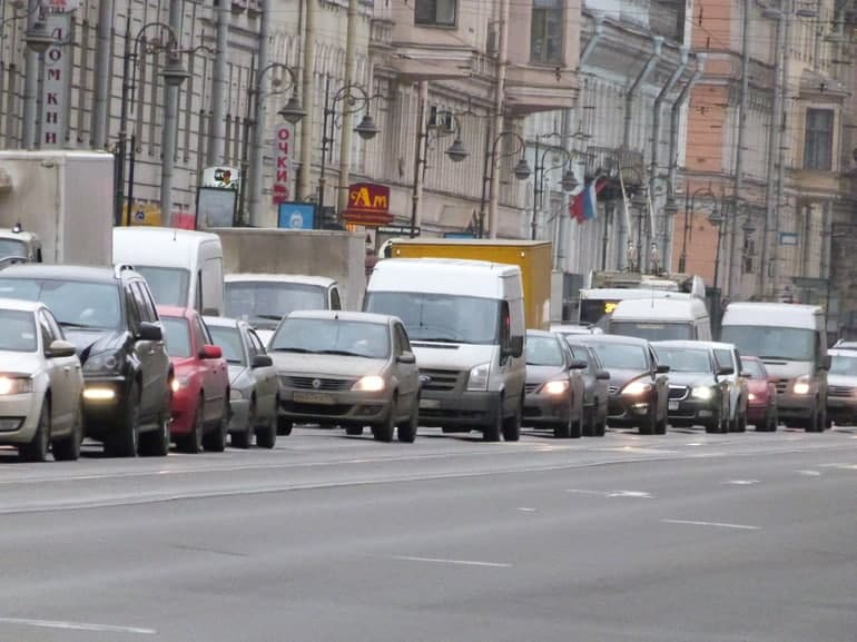 После обращения к Беглову петербуржцы продолжают стоять в аномальных пробках на Рябовском шоссе