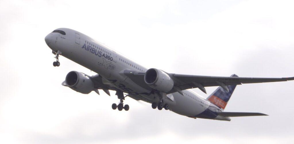 Airbus начал испытания лайнера A350 на стопроцентном биотопливе