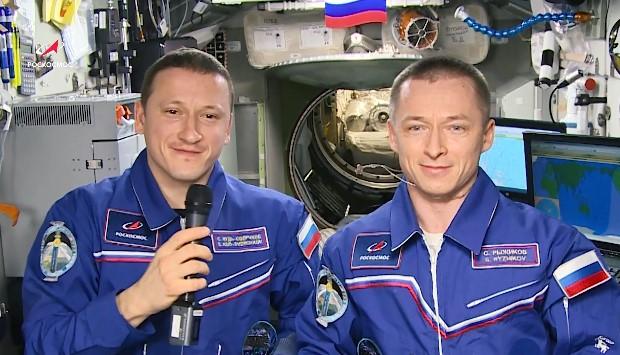 Российские космонавты на МКС поздравили женщин с 8 марта