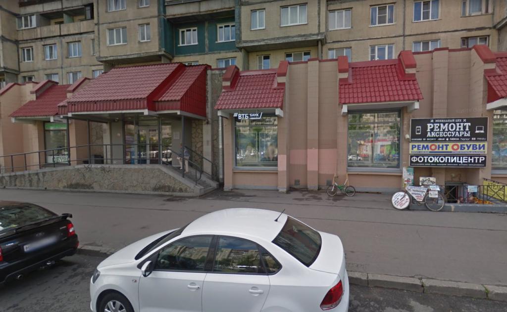 Полицейские продолжают поиски мужчины с гранатой, обнесшего банк на 2,5 млн рублей