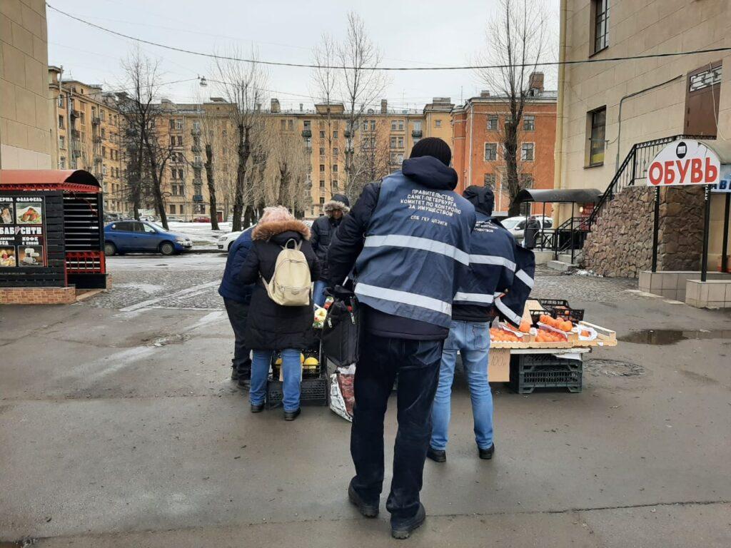 В Петербурге прошли рейды по ликвидации точек нелегальной торговли