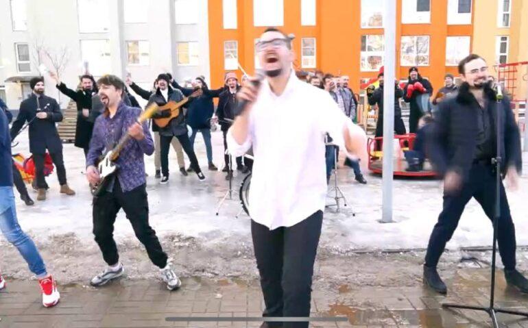 Песню «Всё для тебя» в Колпино исполнили сразу 30 Стасов Михайловых