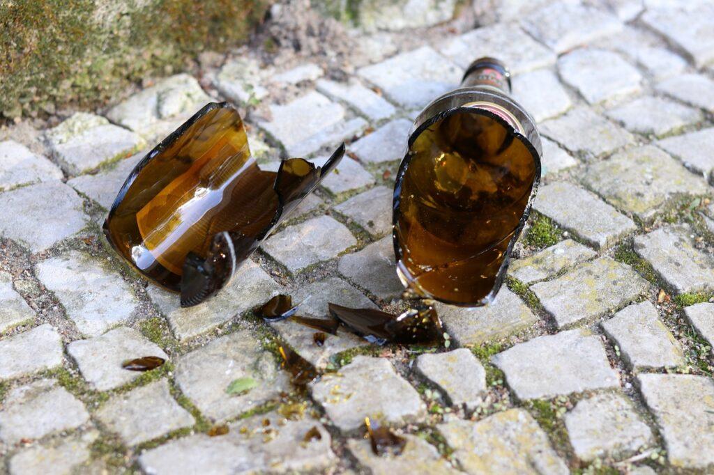 Порезавший «розочкой» шею оппонента в Адмиралтейском районе парень скрывался в Ленобласти