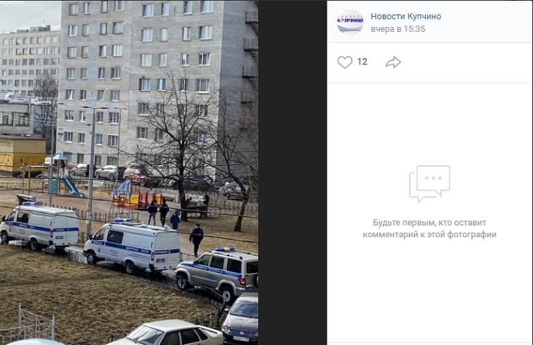 На детской площадке в Купчино обнаружили мертвого мужчину