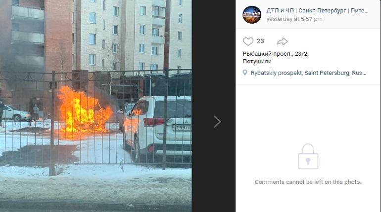 На платной стоянке в Рыбацком сгорел автомобиль