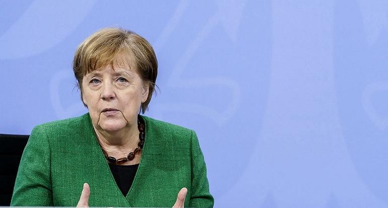 Макрон поддержал предложение Меркель пригласить Путина на встречу с лидерами стран ЕС.