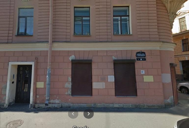 «Борец» на белой иномарке лишил петербуржца смартфона за 30 тысяч рублей