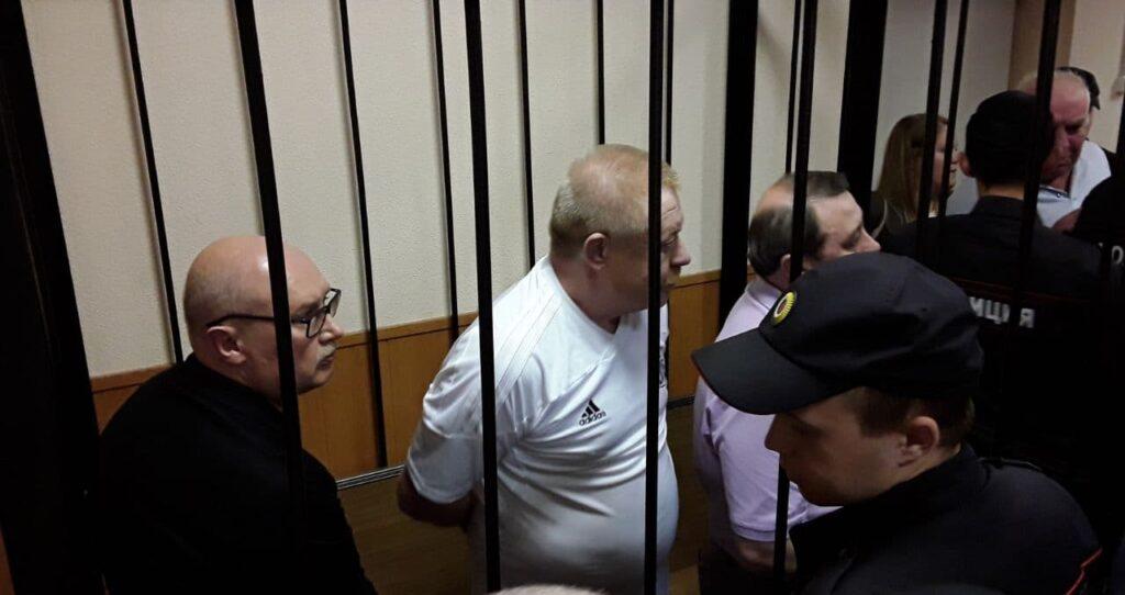 Фигурант дела о «золотых парашютах» экс-полковник МВД отсудил 700 тысяч у России