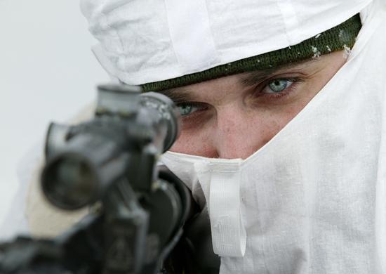 Снайперы ЗВО приступили к ночным тренировкам на спецполигоне в Ленобласти