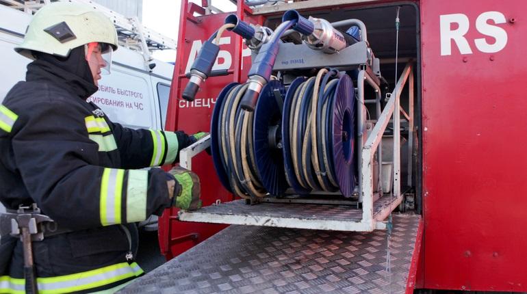 В Выборгском районе пожарные оперативно потушили возгорание в «трешке»