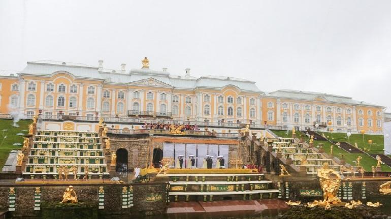 Из-за аномальной жары музеи и фонтаны Петергофа будут закрываться раньше