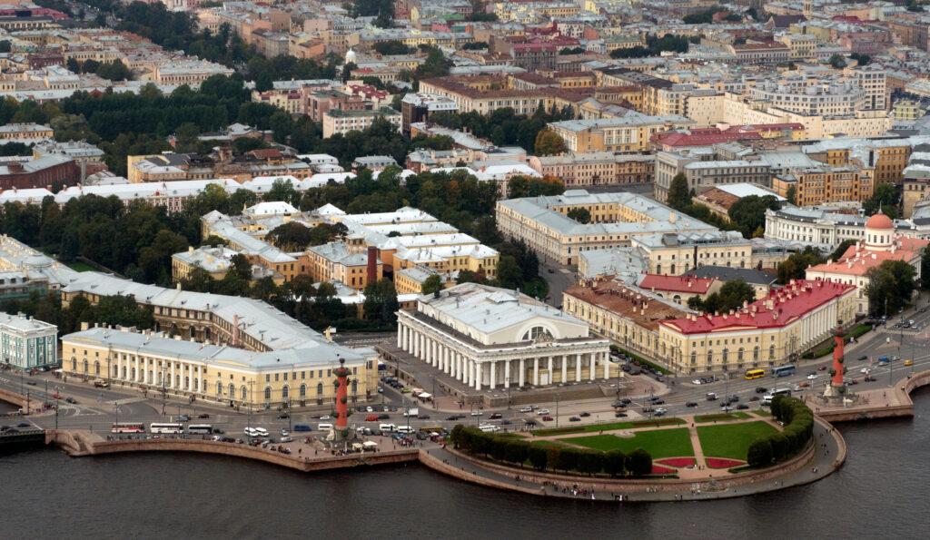 Биржа на Ваське может рухнуть — здание проседает уже много лет