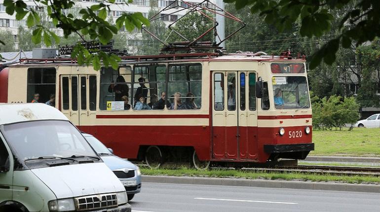 С понедельника в Петербурге будет ходить туристический трамвай