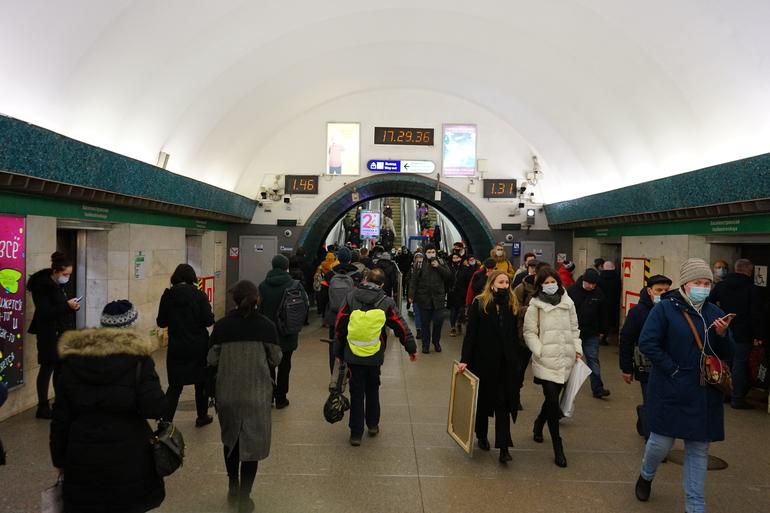 Требование носить маски в метро продлено до 30 мая