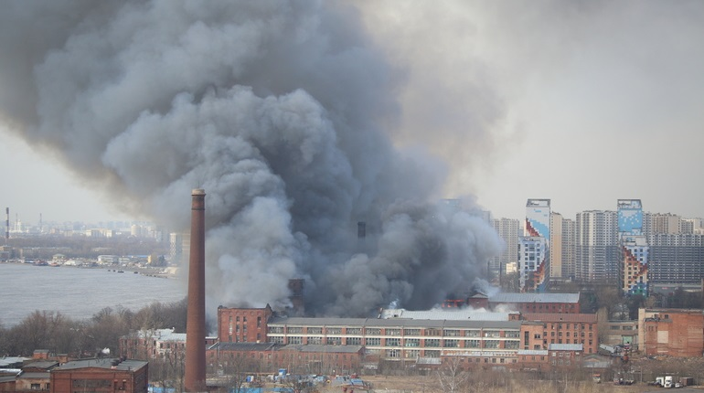 Последствия пожара на «Невской мануфактуре», эвакуация судов, спасение тюлененка и другое в дайджесте Мойки78