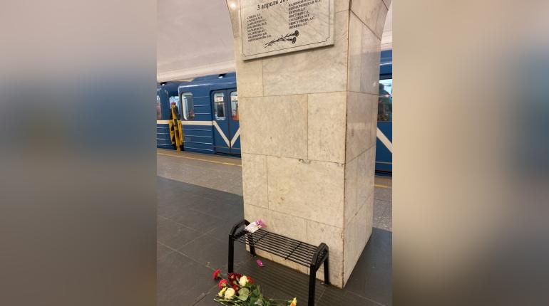 Дети намусорили на мемориале жертвам теракта в метро Петербурга