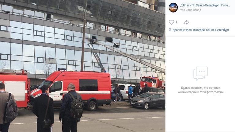 В Приморском районе загорелось офисное помещение
