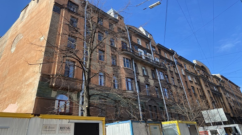 Госстройнадзор поручил приостановить стройку рядом с домом Чубакова
