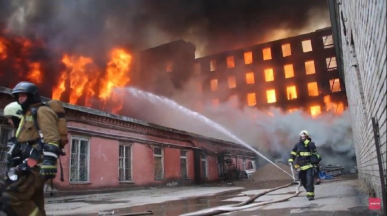 Видео: в МЧС показали, как горит «Невская мануфактура»