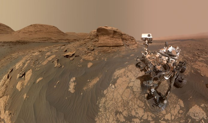 Марсоход Curiosity сделал селфи на фоне холма Мон-Мерку