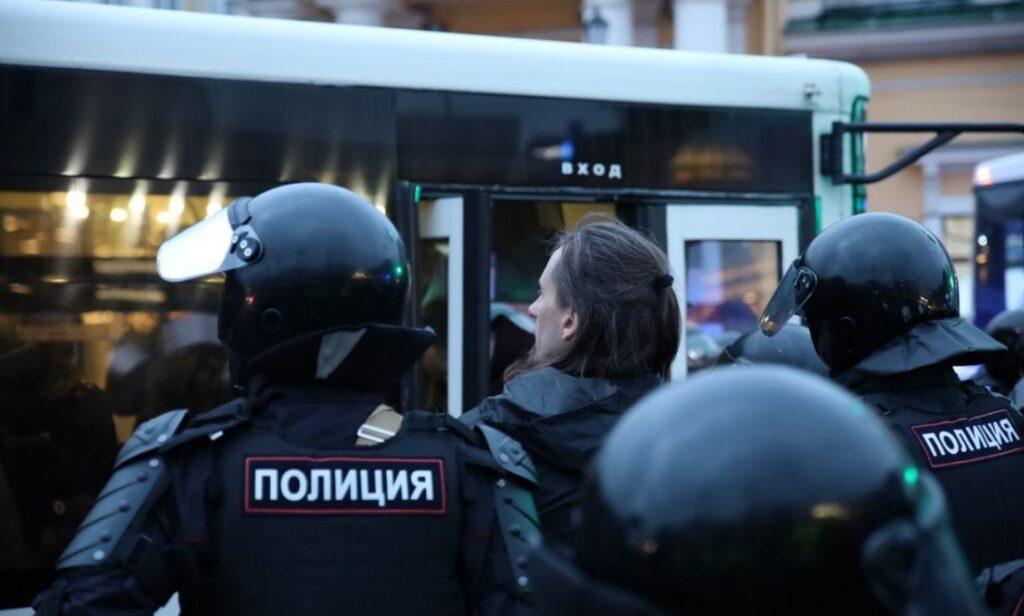 На Сенной площади начались задержания участников несогласованной акции