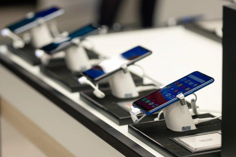 В тройке самых востребованных смартфонов у петербургских абонентов Tele2 остались Samsung, Xiaomi и Apple