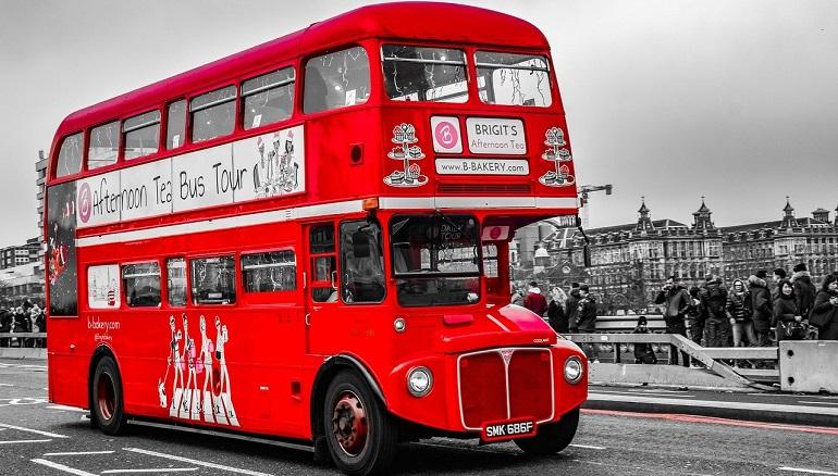 В Англии мужчина сел в тюрьму за плевок в водителя автобуса