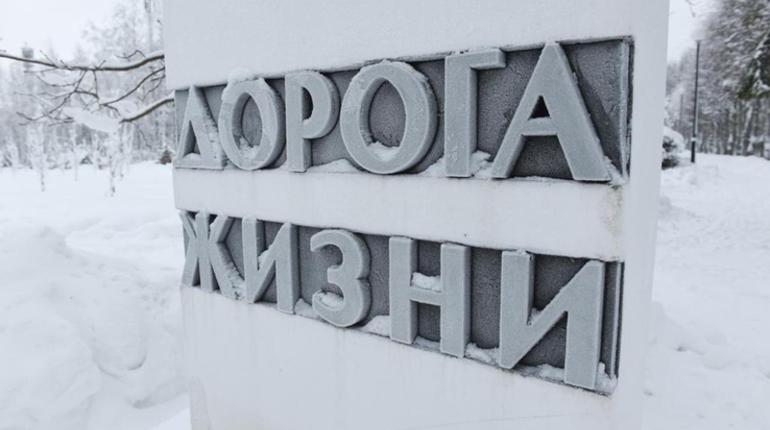 Ко Дню Победы подсветили памятные столбы Дороги жизни и стелы Ржевского коридора