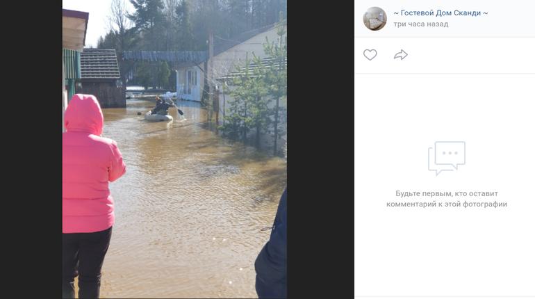 Под Выборгом затопило гостиничный комплекс, постояльцев эвакуировали на лодках