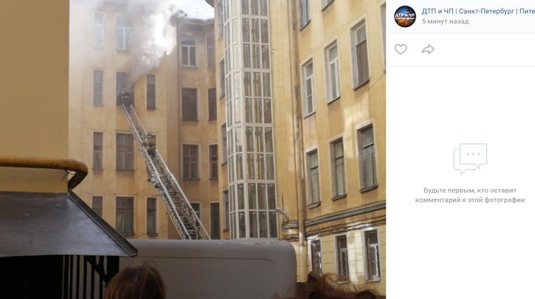 В центре Петербурга горит 6-комнатная «коммуналка»