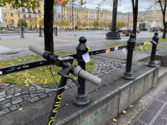 Самокатчики стали чаще наезжать на петербургских пешеходов