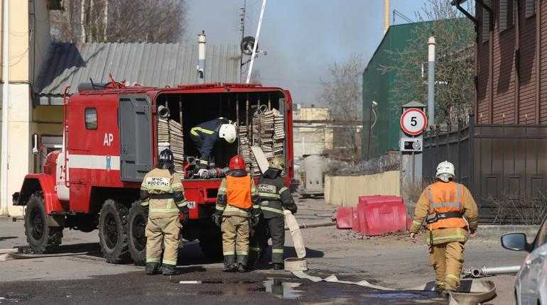 Женщина погибла при пожаре в однушке Приморского района