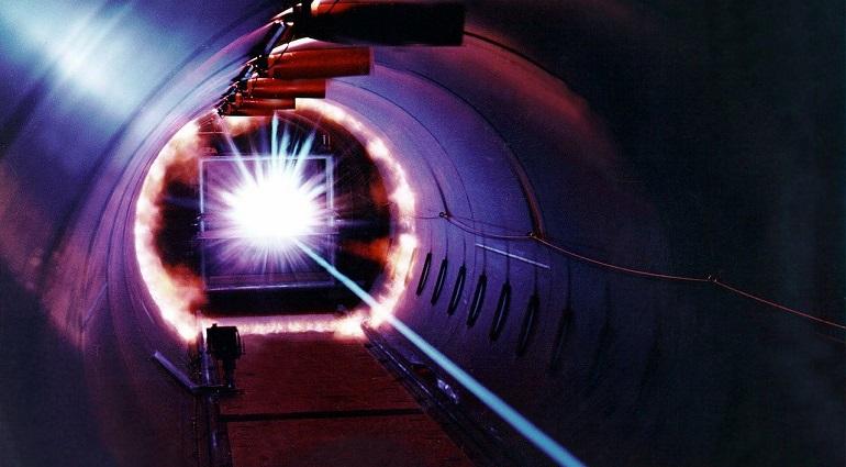 Ученые создали мощнейший лазер, который позволит превращать свет в материю