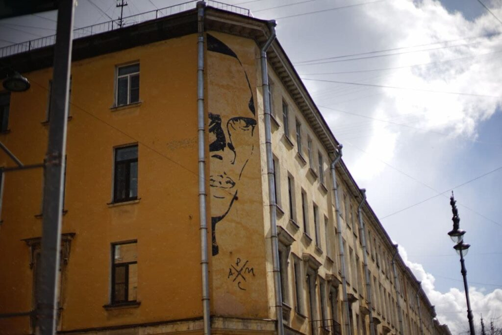 Чиновники дадут отсрочку на согласование размещения знаменитого граффити с Хармсом