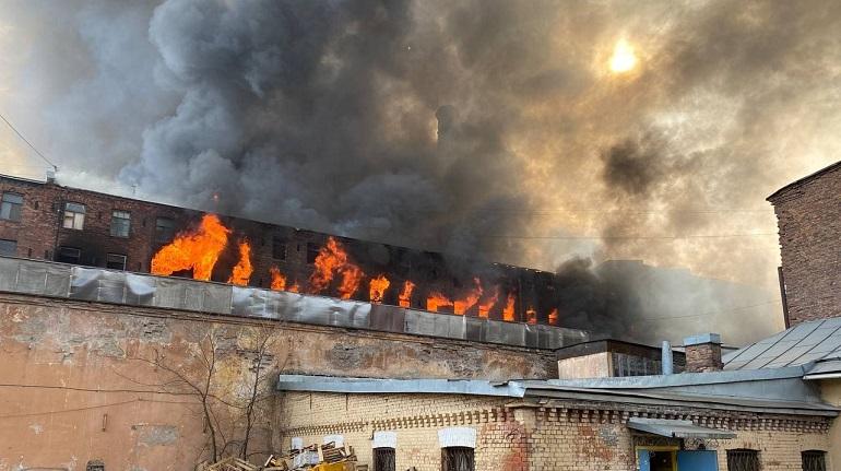 Из горящей «Невской мануфактуры» раздались хлопки
