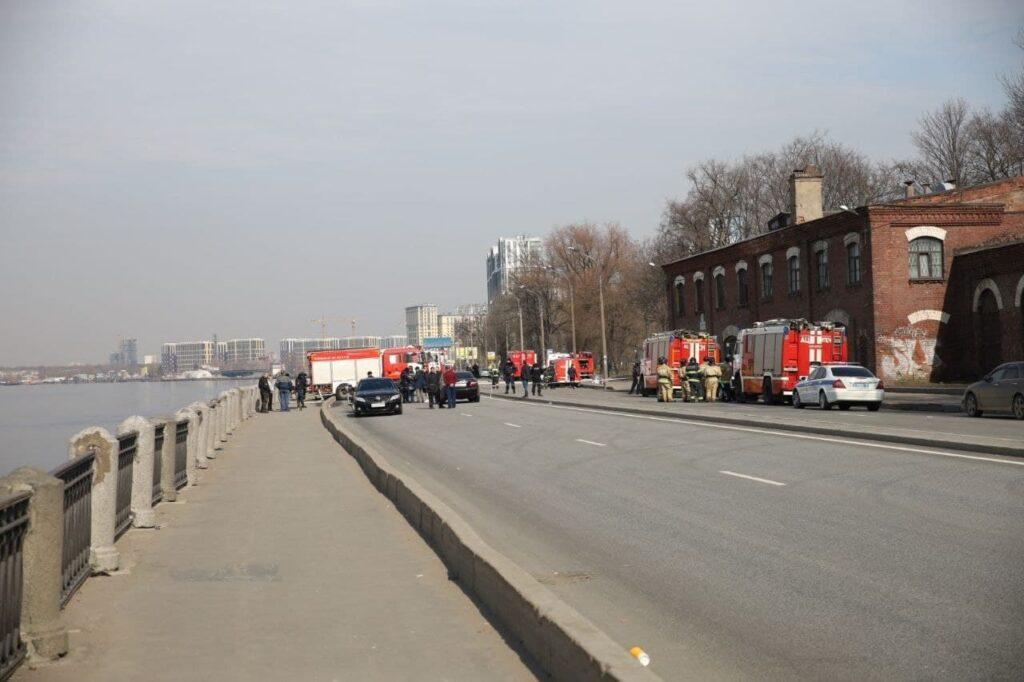 Ранг пожара на «Невской мануфактуре» снижен до первого номера