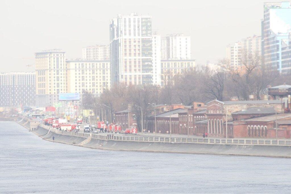 Пожар на «Невской мануфактуре»: как здание выглядит сейчас и что делают пожарные