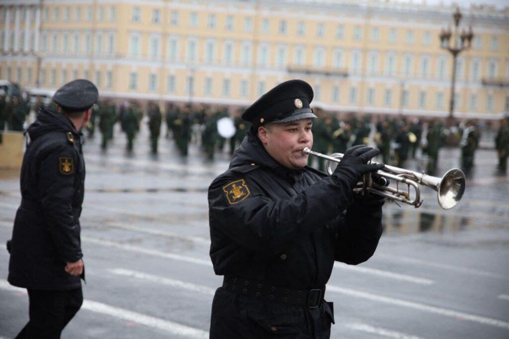 На Дворцовой площади состоялась репетиция парада ко дню 76-й годовщины Победы