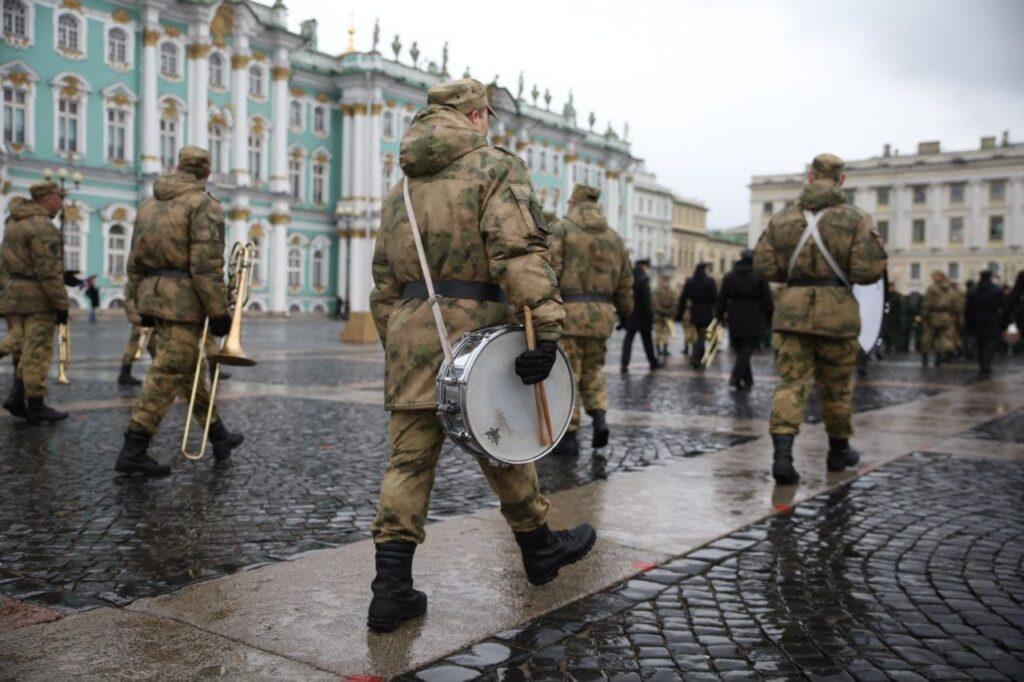 В репетиции парада на Дворцовой площади приняли участие 4 тыс. военных