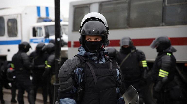 В центре Петербурга начали собираться люди, полиция предупреждает о несогласованной акции