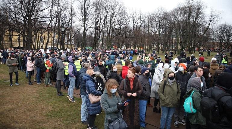 Протестующие собрались в Александровском саду