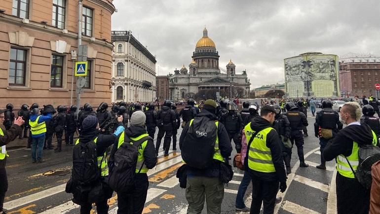 В Петербурге начали задерживать участников несогласованной акции протеста
