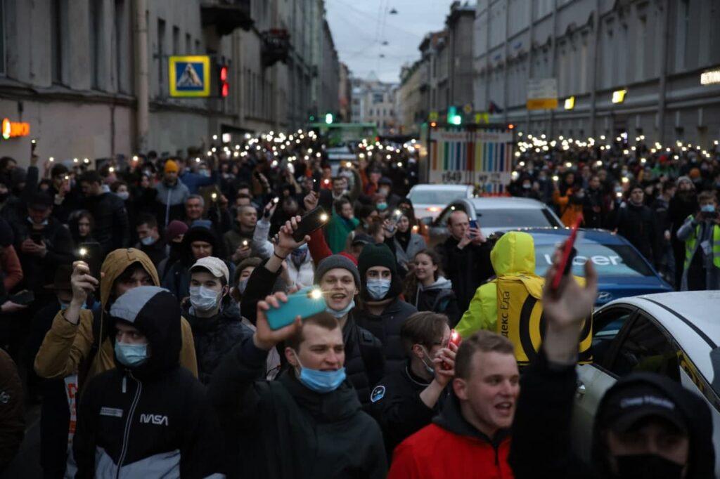 Суды Петербурга оштрафовали 40 участников несогласованной акции в поддержку Алексея Навального