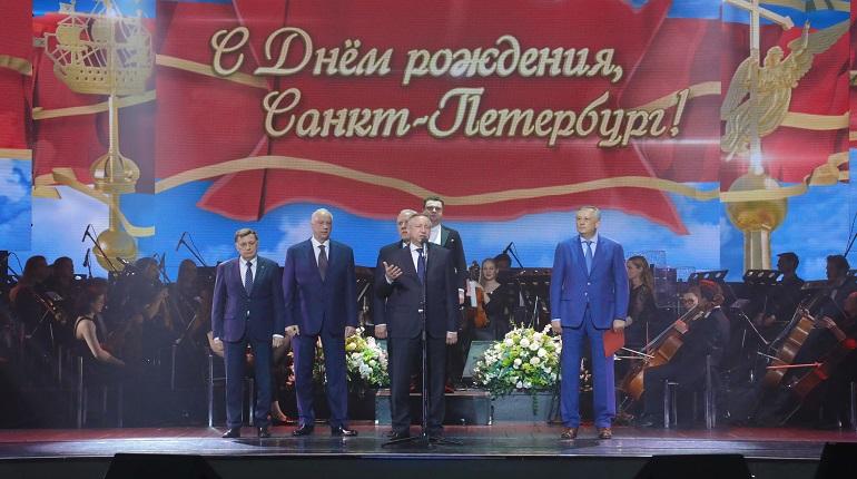 Беглов поздравил петербуржцев с Днем города со сцены БКЗ «Октябрьский»
