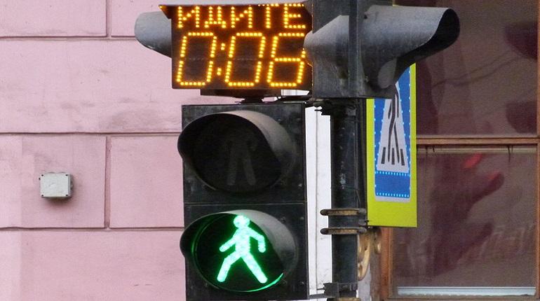 На пересечении Уральской и Декабристов установили светофор