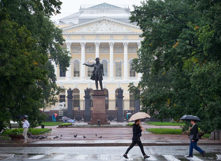 В тылу циклона: в Петербурге обещают +11 градусов и дождь, 66 лет назад было бабье лето