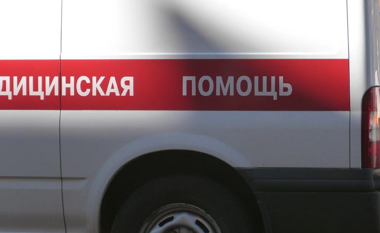 При пожаре на Дыбенко погибла женщина: она выпала из окна