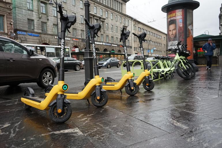 Власти Хельсинки решили бороться с электросамокатами петербургскими методами